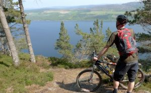 Cycle round Loch Ness